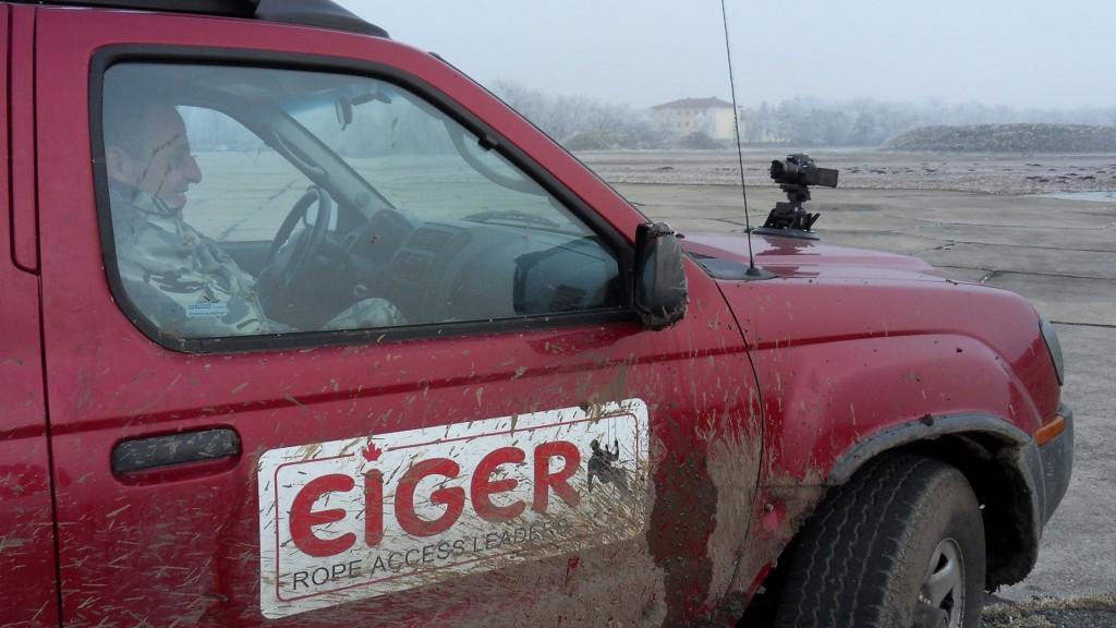 въжедостъпни операции с Човека паяк Иван Кристоф на колата си